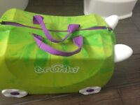 Kids dinosaur trunki good condition, can sit on, hand luggage! weekend away! Fun design