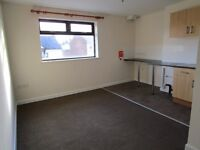 * Spacious 1 Bedroom Flat Located Within 5 Minute Walk To Wolverhampton City Centre