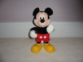 Dancing and Singing Mickey Mouse