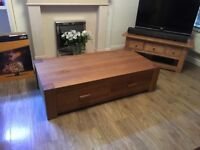 Solid oak table beautiful condition 2 Draws can be used has a coffee table