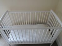 KINDER VALLEY KAI COT WITH DROPSIDE IN EXCELLENT CONDITION WHITE RRP £70