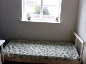 small single room to rent , wifi and off road parking. bus 35 and 28