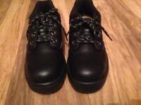 Fantastic brand new dunlop work boots size 6