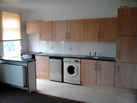 2 BED FLAT TO LET SOUTHCOATES LANE, HULL. D/G,C/H CARPETS,CURTAINS,WHITE GOODS.NO DHSS,CHILDREN/PETS