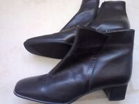 Black size 7 leather ankle boots.... not worn ! BARGAIN !
