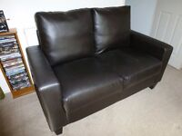 2 SEATER FAUX LEATHER SETTEE/SOFA IN BROWN