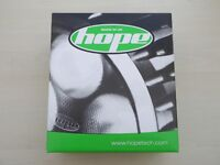 HOPE R4 ENDURO PACK HIGH POWERED MOUNTAIN OR ROAD BIKE LIGHT WITH 2 AND 4 CELL BATTERIES