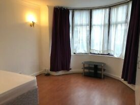 *LARGE DOUBLE ROOM £175 PW / BARKING STATION