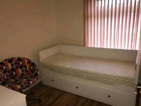 Big single room in Crawley