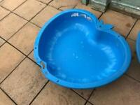 Sand pit with lid / paddling pool
