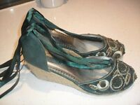 Womens size 9 Platform Shoe - WORN ONCE