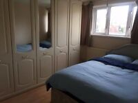 Amazing Room!! Huge Wardrobe! 4 Bedroom Flat!! Canary Wharf!!