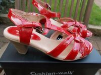 Brand new boxed Cushion Walk sandals size 8
