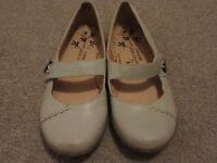 Ladies Size 5 Comfort Shoes