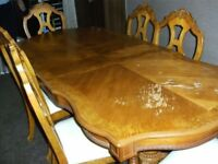 DINING TABLE AND 6 CHAIRS EXTENDABLE SOLID OAK IN REASONABLE GOOD CONDITION