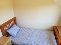 Single bed room in Rosyth, with WIFI, walking distance to dockard KY11 2AG