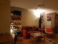 En-suite double bedroom to rent in 2 bed flat in Yorkhill, West End