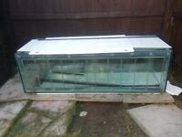 6ft fish tank with natural wooden lid £100 ono