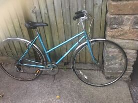 vintage Dawes ladies bike 5 gears 19 inch frame 700c wheels