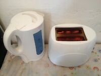 GREAT!!! FULLY WORKING!!! KETTLE & TOASTER SET!!! BARGAIN ONLY £10!!! - Gorgeous!! WHITE FINISH SET!