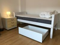 Twin or Double Bedroom in a recently painted and furnished Flat near Elephant & Castle, Walworth Rd