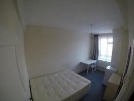 Amazing single room in chapton 3 mints walk from the station