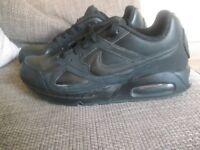 Nike Air Max black trainers 6.5