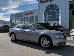 2014 Chrysler 300C AWD, HEMI, NAV, ROOF, REMOTE START, LOW KMS!