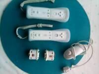 2 Wii remotes + accessories