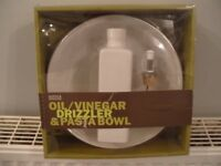 MARKS AND SPENCER WHITE CERAMIC OIL/VINEGAR DRIZZLER AND PASTA BOWL BOXED SET