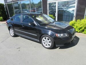 2005 Volvo S40 SPORTY 5-SPEED SEDAN