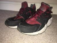 Nike Huaraches/ burgundy. Size 8