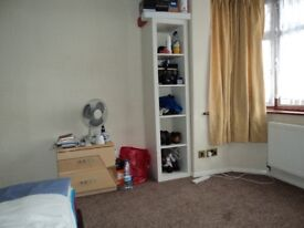 LOVELY DOUBLE BED ROOM, QUIET LOCATION,CLOSE TO ALL AMENITIES, 5 MINS TO BRIMSDOWN STATION, £120 P/W