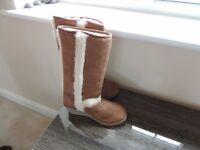 Ladies Fur Sheepskin Boots Size 5