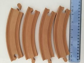 Wooden Train Track 4 pieces, curved.