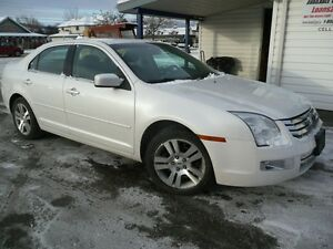2009 Ford Fusion SEL  LOW KM SUNROOF