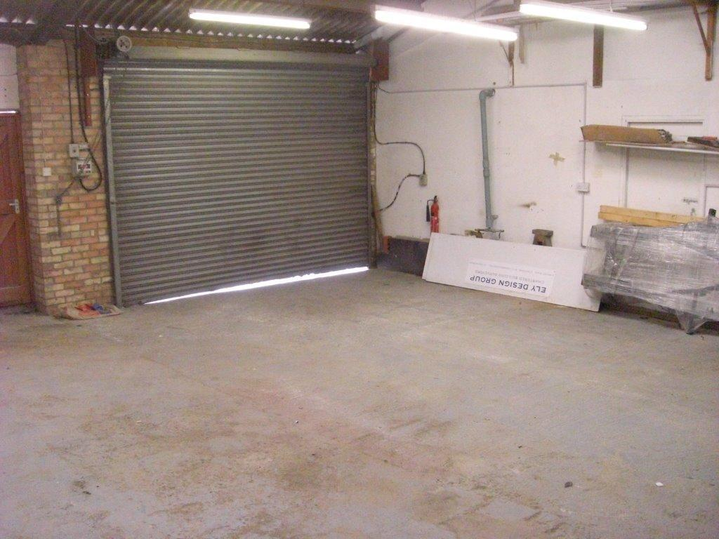 Workshop to let, 32' x 32', 3 phase, compressor, secure roller shutters.