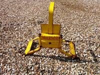 Caravan wheel lock complete with key. Secure and robust.