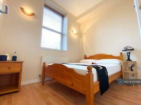 1 bedroom flat in Caledonian Road, London, N1 (1 bed) (#637889)