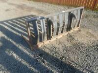 Tractor telehandler front loader dung grape made by Murray in excellent condition