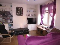 Superb 1 Double Bedroom Flat With Private Garden And Pet Friendly, Short Walk To Raynes Park !!!!