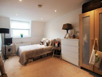 A 2/3 top floor flat situated between Finsbury Park & Archway tube station ideal for sharers