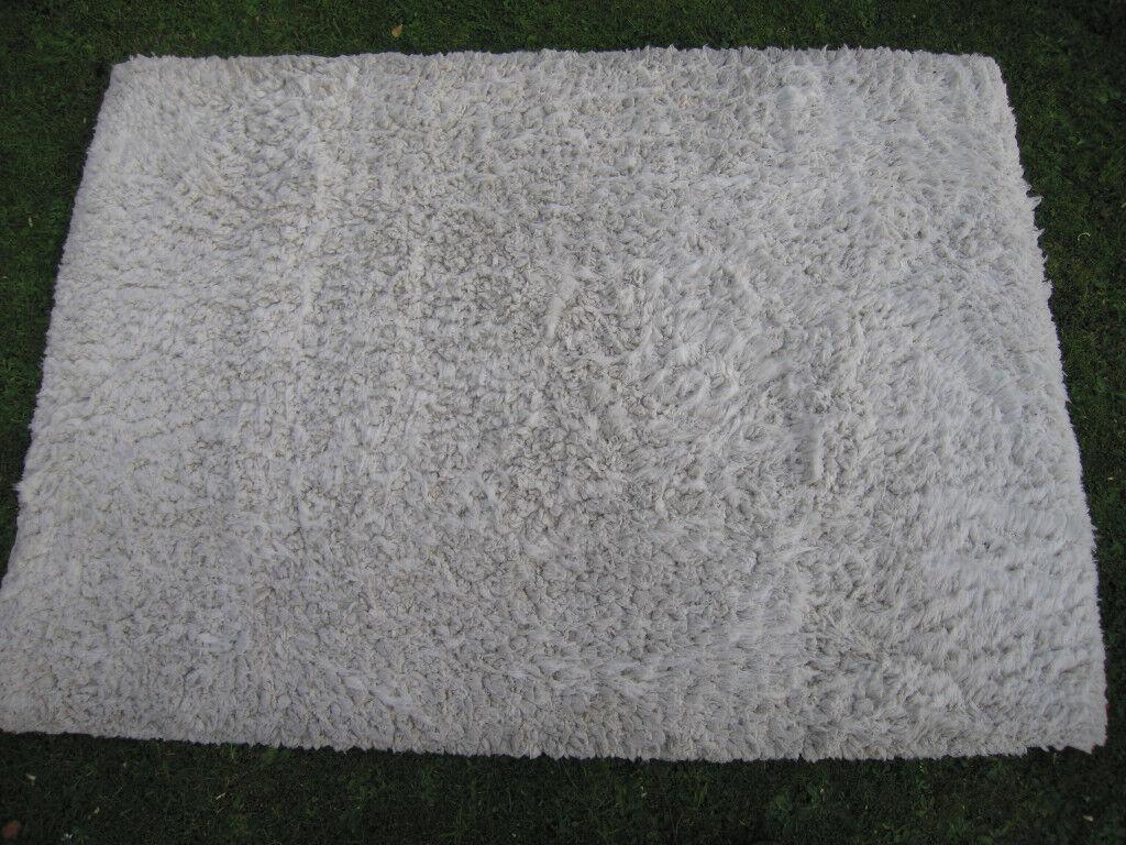 WHITE THICK PILE RUG 164 cm X 120 cm