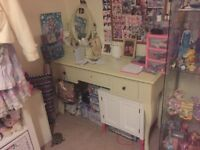 Beautiful dressing table vintage style with mirror cream