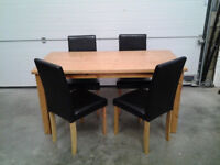 Dinin set. Wooden table with leather chairs
