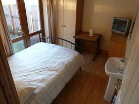 Double room with sink unit off Annadale Embankment
