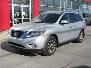 2016 Nissan Pathfinder SV 4WD | Htd Seats + Steering, Rear Cam
