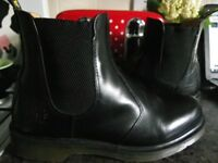 The Dr Martens 8250 Chelsea Boots are a Classic Dr. Martens size 10.