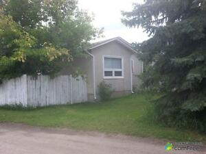 $180,000 - Bungalow for sale in Strathmore