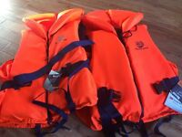 Life jackets never used 1adult size 60-70kg 1 adult size 90+ Marine Pool